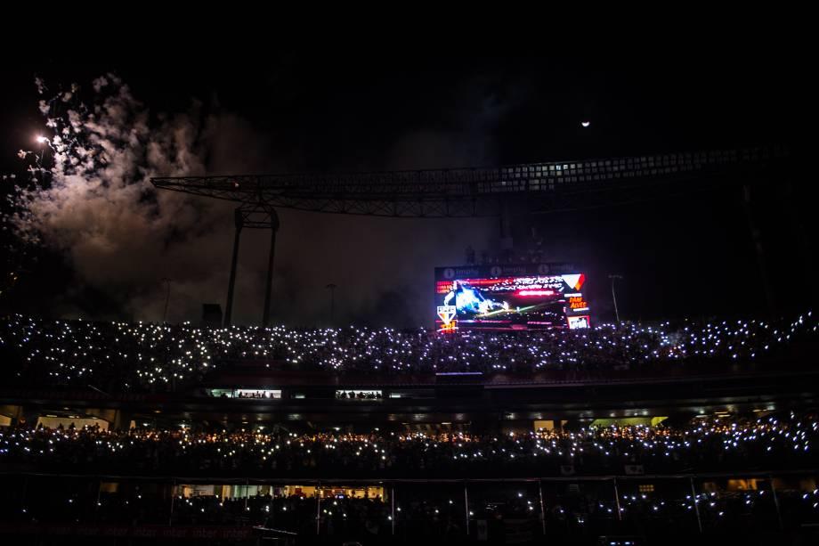 A torcida são-paulina fez um show de luzes durante a festa de apresentação