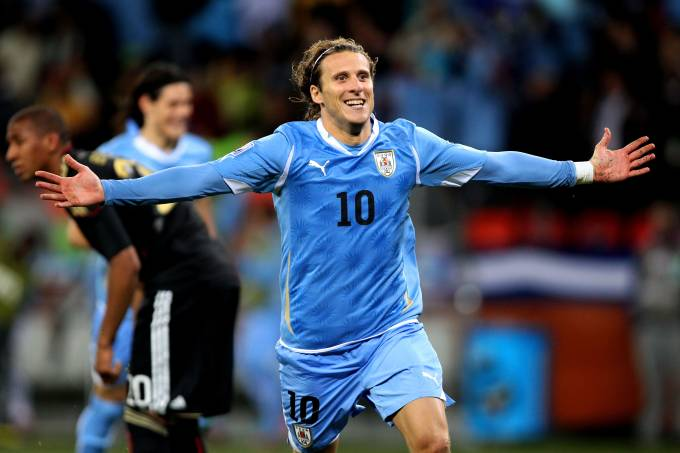 Diegp Forlán celebra gol do Uruguai contra a Alemanha na Copa de 2010