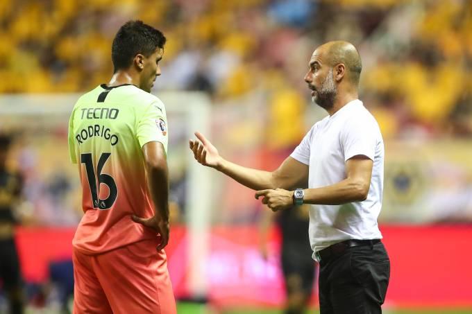 Rodri e Pep Guardiola, do Manchester City