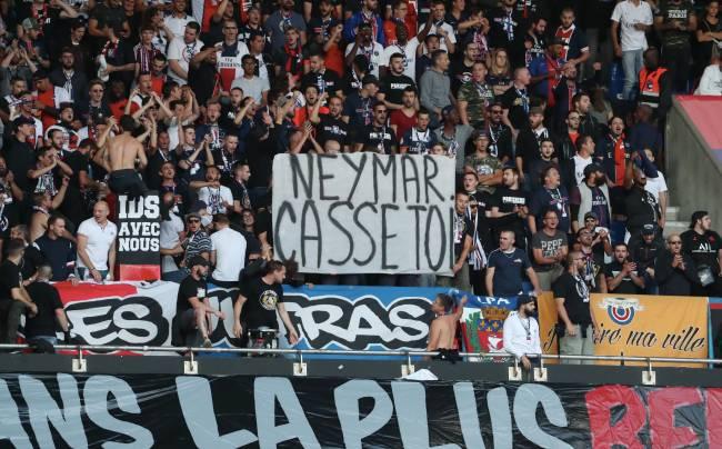 """""""Vaza daqui"""": o recado da torcida do PSG para Neymar"""