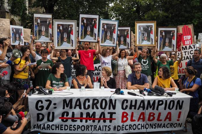 G7 – March Of Portraits In Bayonne