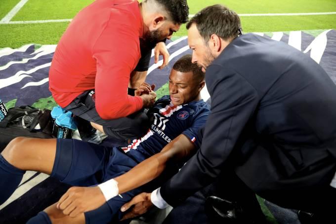 Kylian Mbappé deixou o jogo contra o Tolouse