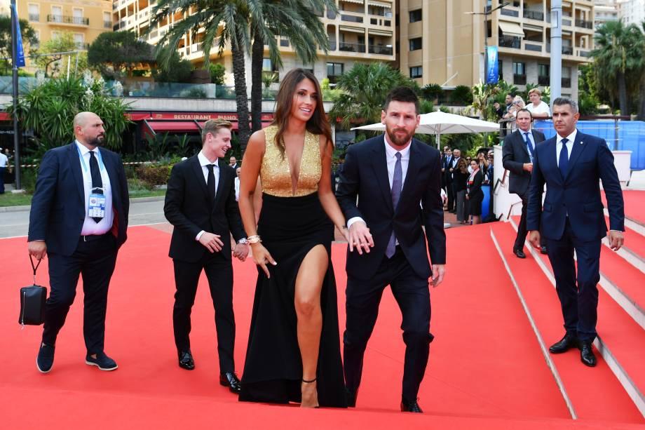 Lionel Messi e sua esposa, Antonella Roccuzzo, chegam à premiação da Uefa em Mônaco