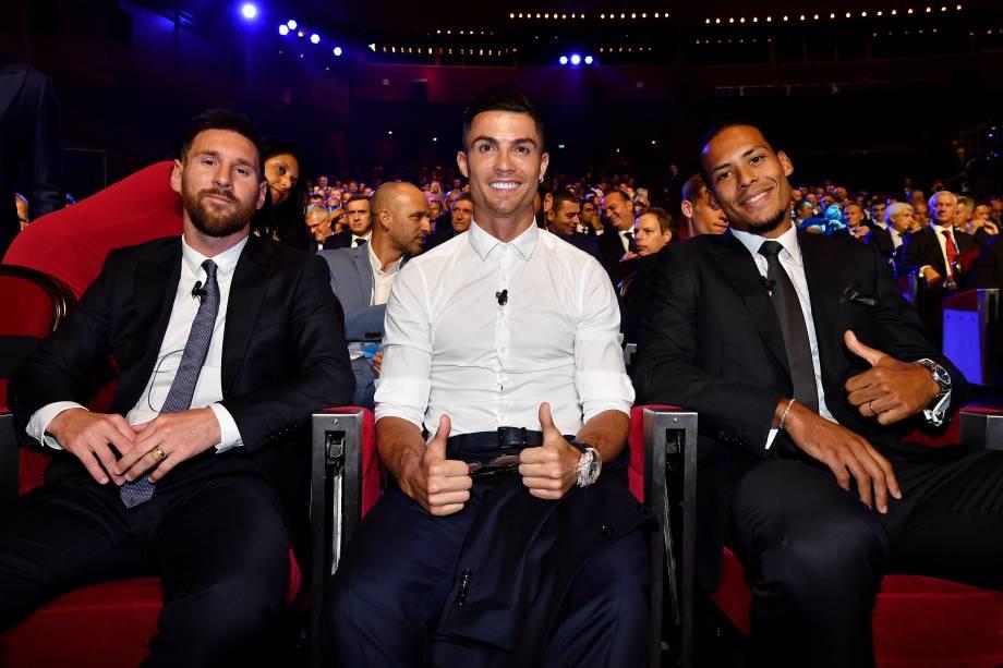 Lionel Messi, Cristiano Ronaldo e Van Dijk na premiação da Uefa em Mônaco