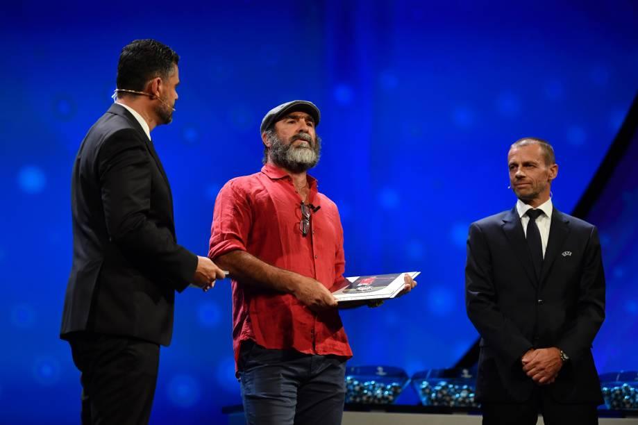 Eric Cantona recebe prêmio honorário na festa da Uefa em MônacoUEFA/UEFA via Getty Images)