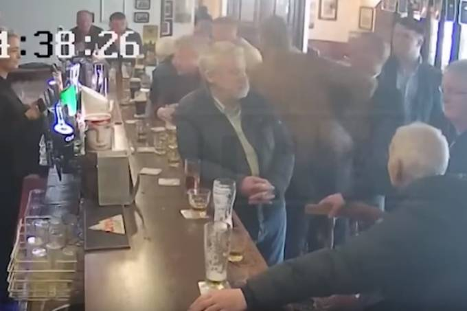 Vídeo mostra o momento fa agressão de McGregor em Dublin