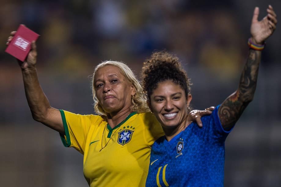 A ex-jogadora, Elane, e a atacante Cristiane