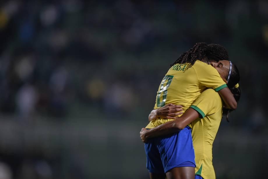 Formiga comemora gol de cabeça marcado no Torneio Internacional