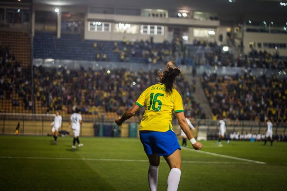 Bia Zaneratto vibra com gol da seleção