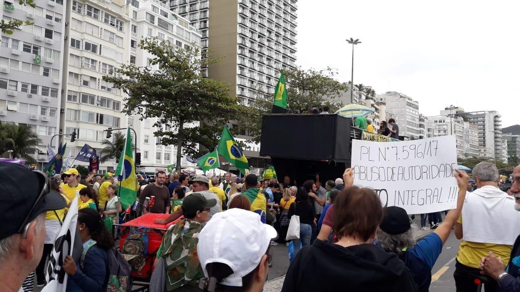 Manifestações em frente à casa de Rodrigo Maia no Rio de Janeiro