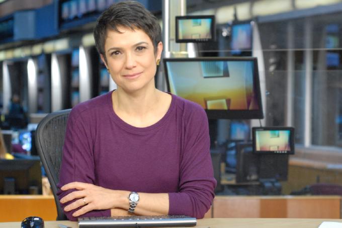 Sandra Annenberg na bancada do 'Jornal Hoje'