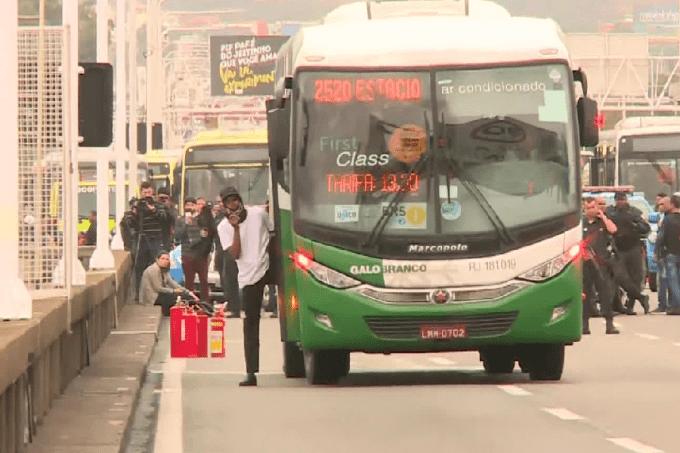 Sequestrador faz reféns em ônibus na Ponte Rio-Niterói