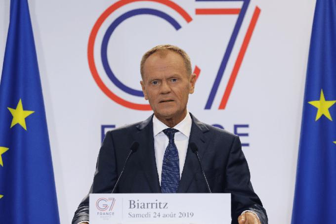 Donald Tusk fala com a imprensa antes da cúpula do G7