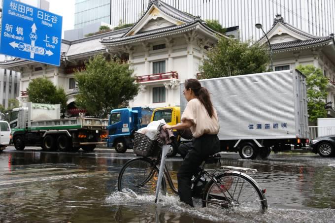 JAPAN-WEATHER-TYPHOON