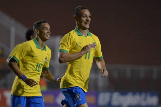 Partida amistosa entre a seleção pré olímpica sub-23 do Brasil e Chile, no estádio do Pacaembu em São Paulo.