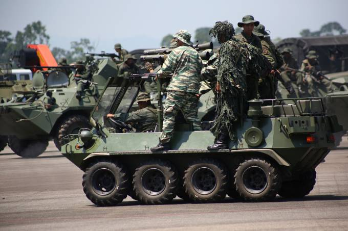 Members of the National Guard and Bolivarian militia take part in a military exercise in Garcia Hevia airport in La Fria