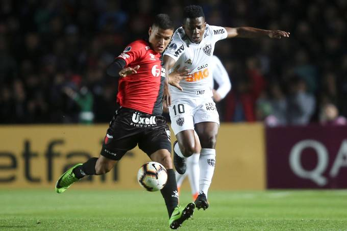 Copa Sudamericana – Semifinal – Colon de Santa Fe v Atletico-MG