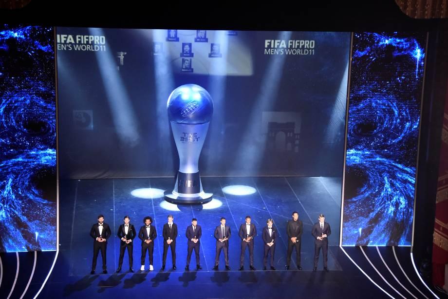 A seleção masculina do ano reunida no palco