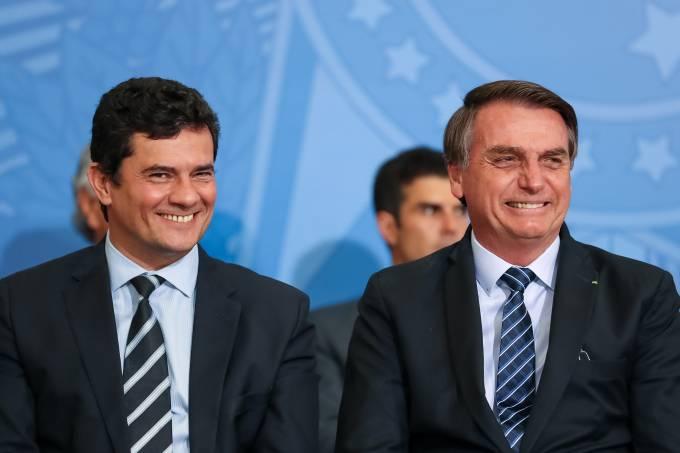 O ministro da Justiça, Sergio Moro, e o presidente Jair Bolsonaro em solenidade do lançamento do Projeto em Frente Brasil