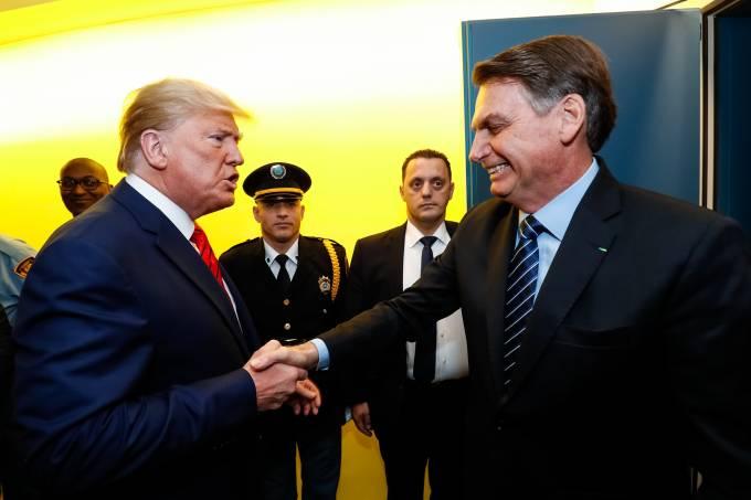 Presidente Jair Bolsonaro cumprimenta o presidente dos Estados Unidos, Donald Trump, na abertura da Assembleia Geral da ONU