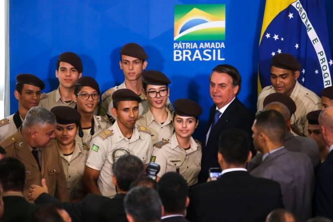 Bolsonaro escolas militares