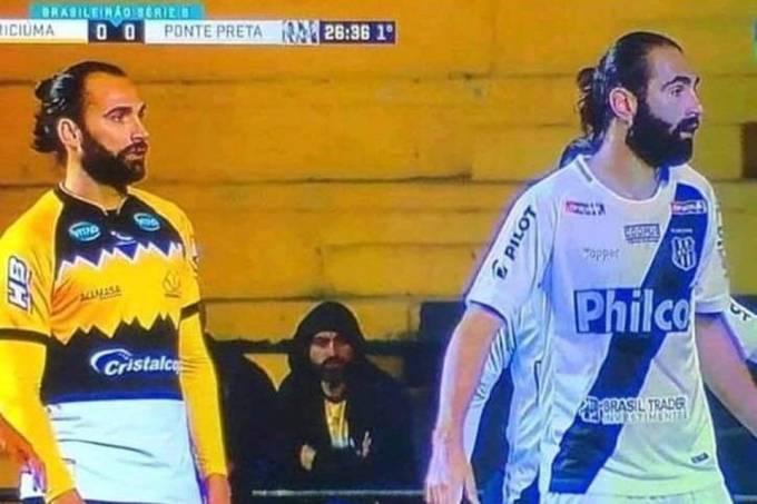 Léo Gamalho e Renan Fonseca durante empate entre Ponte e Criciúma