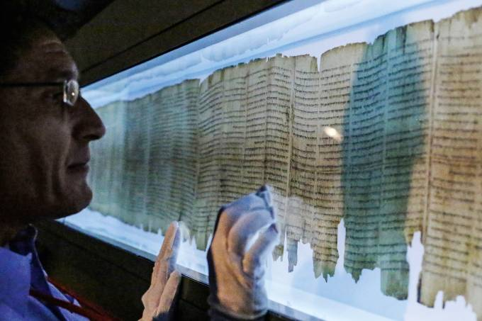 Dr. Adolfo Roitman, Curator of the Dead Sea Scrolls at The Israel Museum, Jerusalem shows the The great Isaiah Scroll at Asia Society Hong Kong Center in Admiralty during media preview of Temple, Scrolls and Divine Messengers: Archeology of the Land of Is