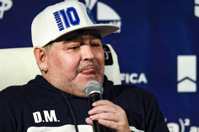 Diego Armando Maradona em sua na apresentação no Gimnasia y Esgrima La Plata