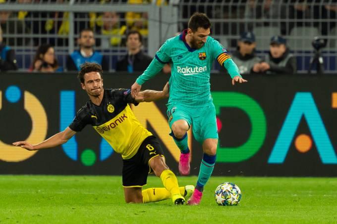 Lionel Messi e Thomas Delaney durante empate na Alemanha