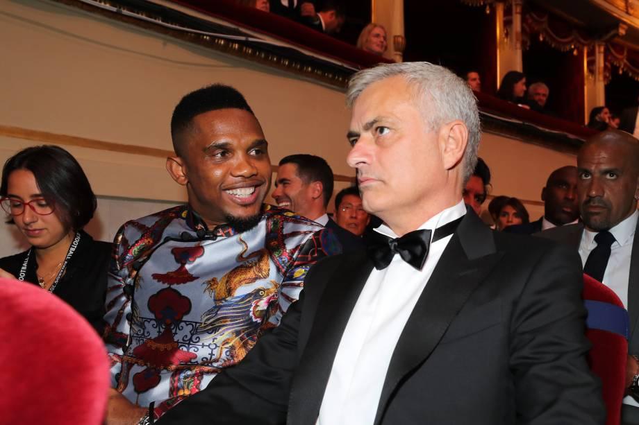 Samuel Eto'o e José Mourinho durante a premiação FIFA The Best, em Milão