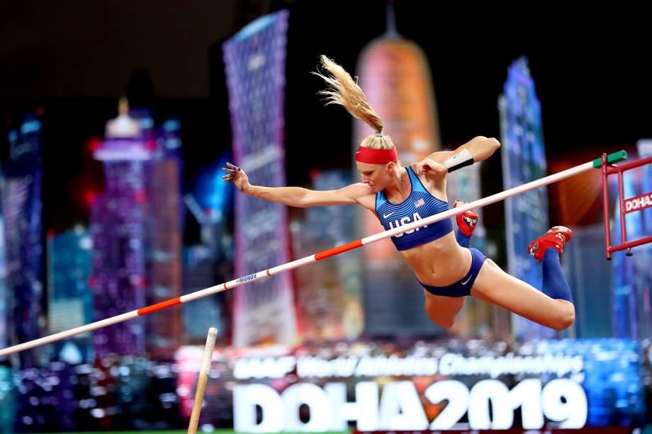 Sandi Morris, dos Estados Unidos, compete na qualificação do salto com vara feminino