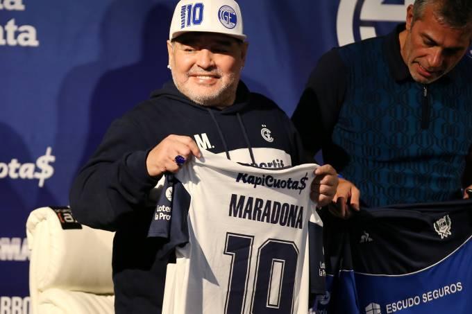 Diego Maradona unveiled as new Gimnasia y Esgrima de La Plata coach