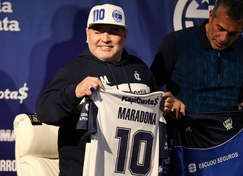 Diego Maradona durante sua apresentação como técnico do Gimnasia La Plata, em 2019 -