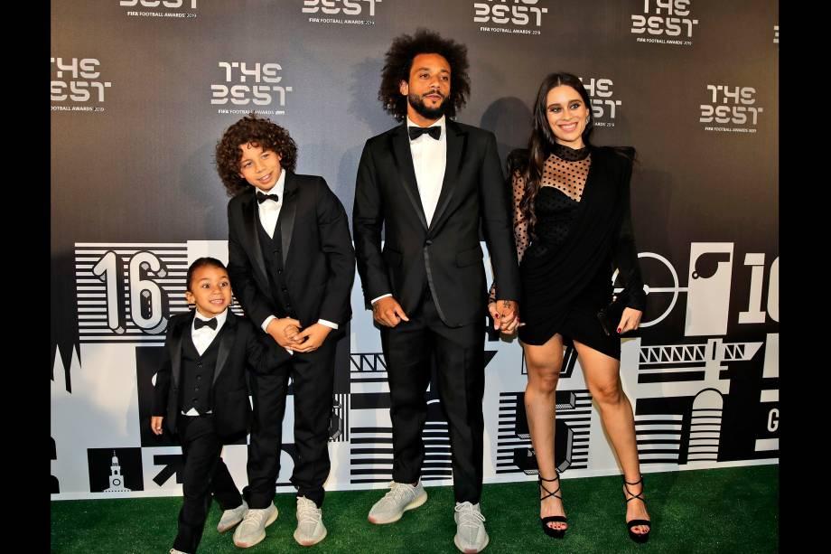 Marcelo e sua esposa Clarice Alves e seus filhos Enzo e Liam no prêmio The Best FIFA, em Milão