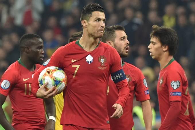 Cristiano Ronaldo fez, de pênalti, seu gol de número 700