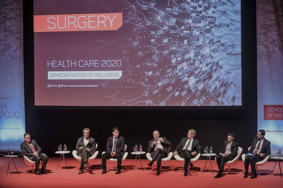 O primeiro painel contou com a participação do Dr. Moll para falar sobre o futuro da cirurgia robótica