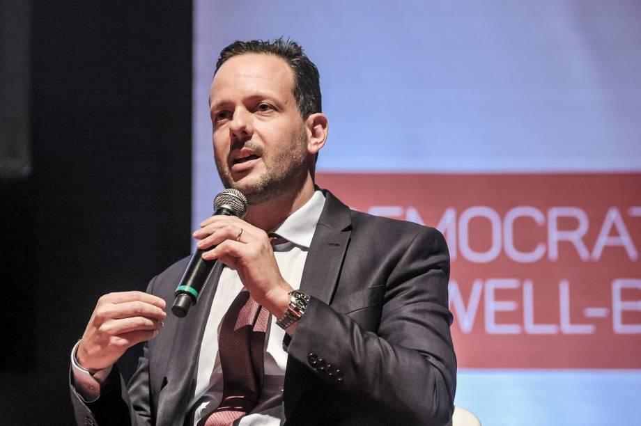 """<span style=""""font-weight:400;"""">Fabricio Campolina, head da HealthCare Transformation, foi o moderador do painel 2, que contou com especialistas da área</span>"""