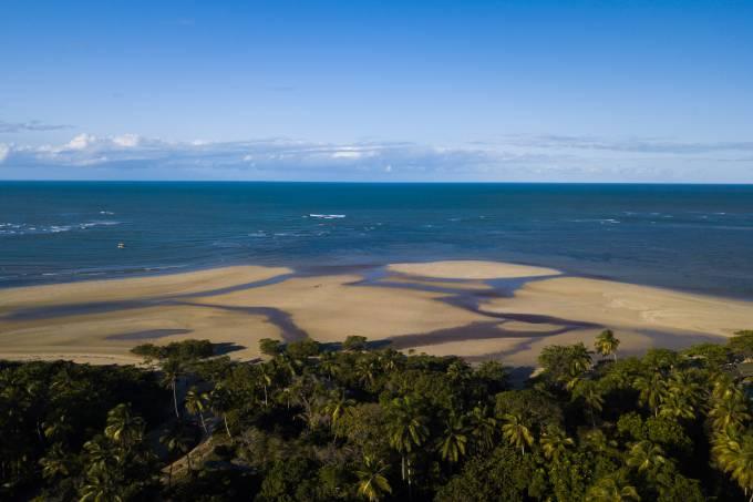 Vista aérea da praia do Encanto no Morro de São Paulo