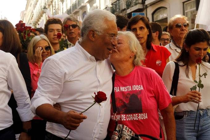 Portugal's Prime Minister and Socialist Party candidate Antonio Costa meets supporters in Lisbon