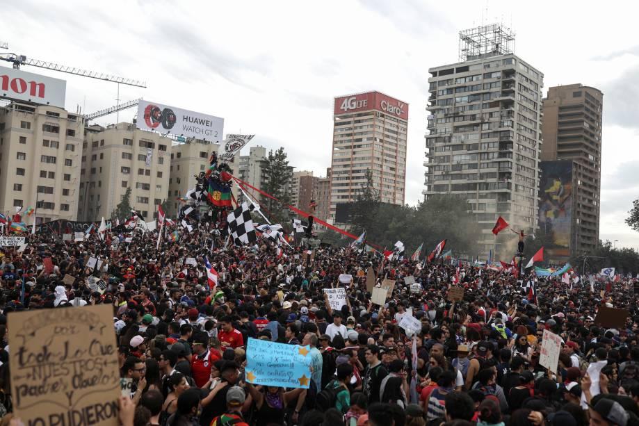 Manifestantes fazem protesto no Chile contra o modelo econômico adotado no país