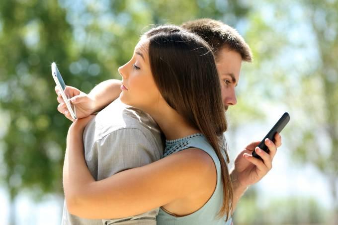 Casal celular aplicativo