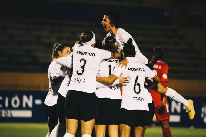 Equipe feminina do Corinthians em Quito, no Equador