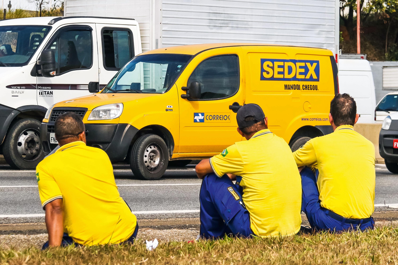 Funcionários dos Correios decidem entrar em greve por tempo ...