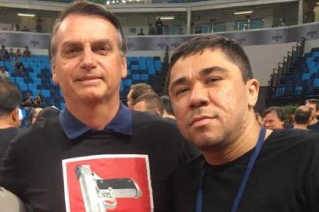 Josinaldo Lucas Freitas, o Djaca, em outra foto com Bolsonaro