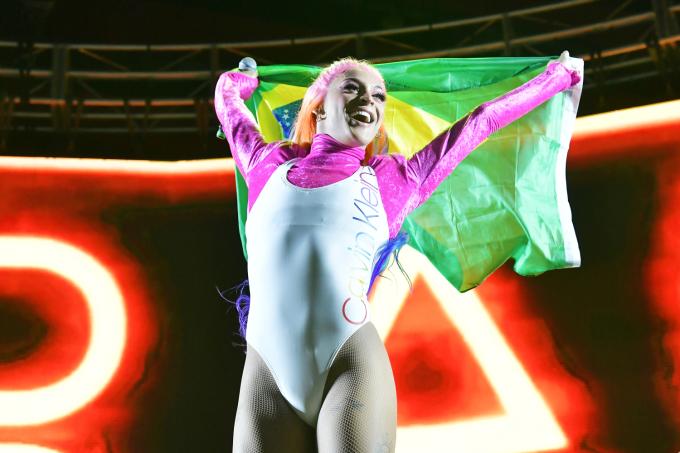A cantora Pabllo Vittar durante performance em Los Angeles, Califórnia
