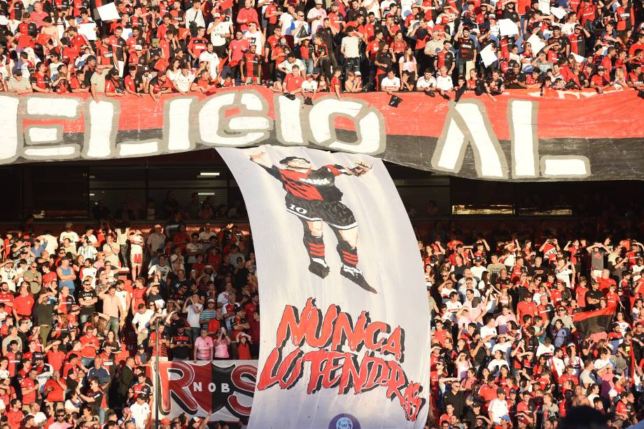 ROSARIO, ARGENTINA - OCTOBER 29: Newell's fans honored Diego Armando Maradona with a flagduring a match between Newell's Old Boys and Gimnasia y Esgrima La Plata at Marcelo Bielsa Stadium on October 29, 2019 in Rosario, Argentina. (Photo by Luciano Bisbal/Getty Images)