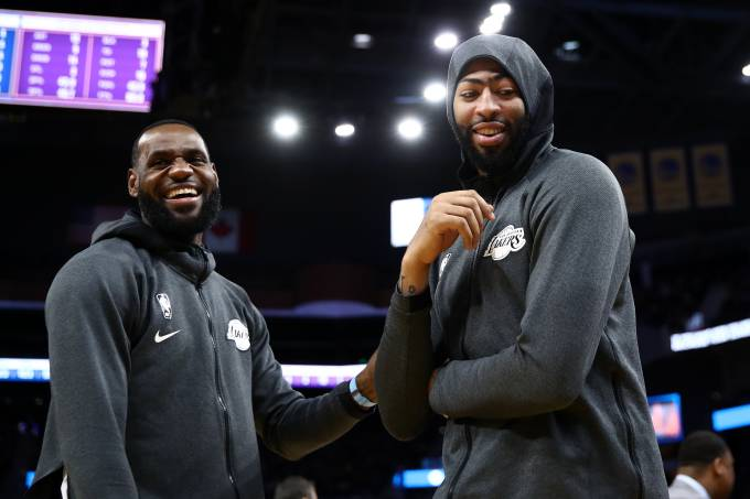 LeBron James e Anthony Davis, estrelas dos Lakers