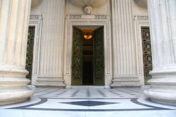 Porta-da-entrada-principal-do-Palácio-Tiradentes-Crédito-Rafael-Wallace