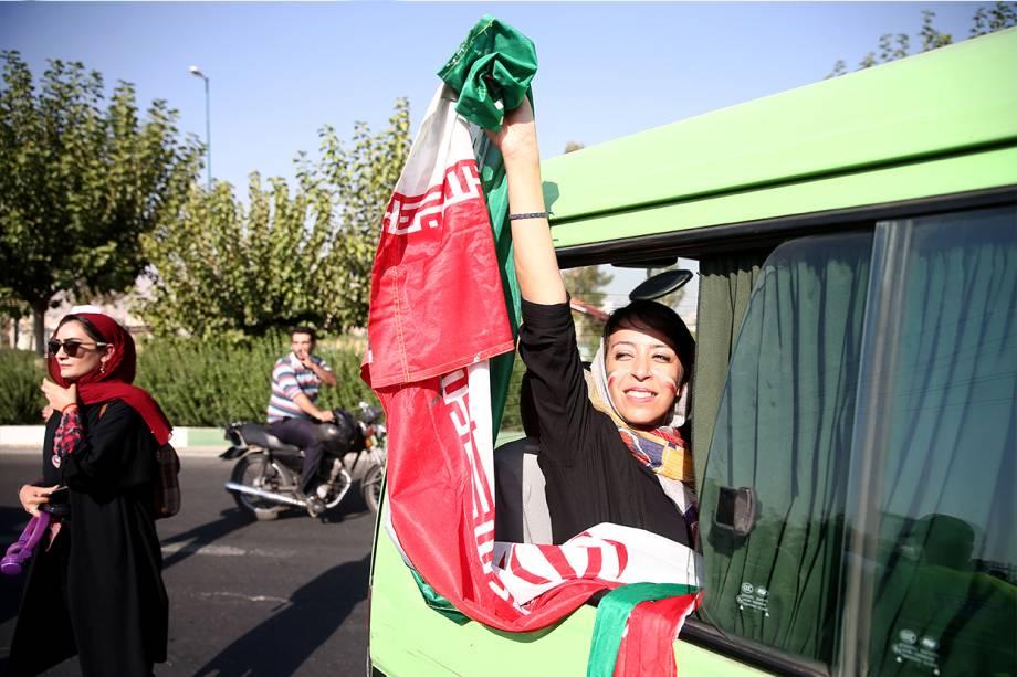 O orgulho feminino ao chegar ao estádio Azadi, em Teerã