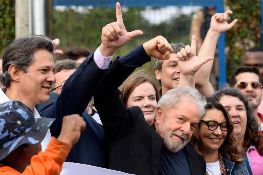 Lula deixa a prisão na sede da PF, em Curitiba